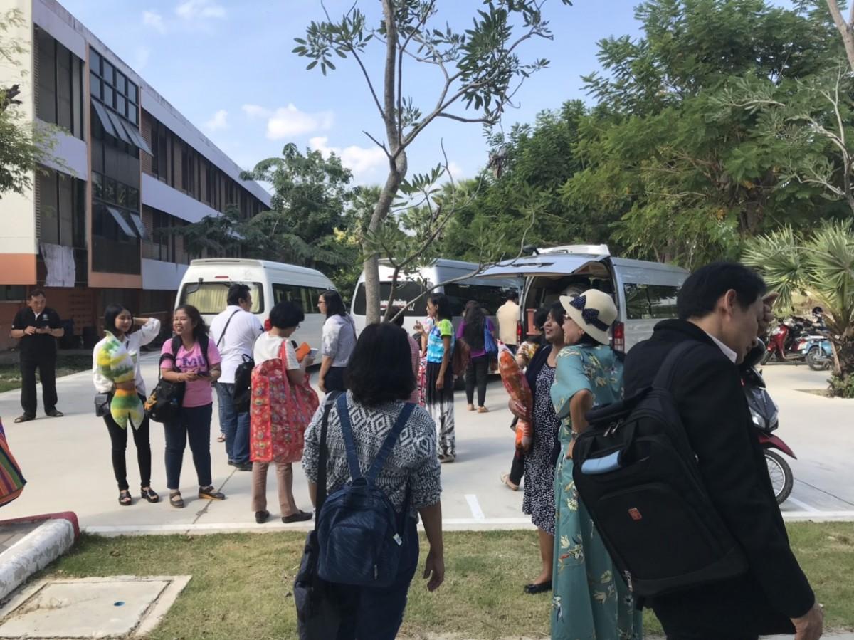 สถาบันวิจัยฯ มรภ.นศ. ร่วมจัดนิทรรศการโครงการท้าทายไทย ABC ในงานประชุมมหาวิทยาลัยราชภัฏวิชาการ ครั้งที่ 5 ณ มหาวิทยาลัยราชภัฏเพชรบุรี-4
