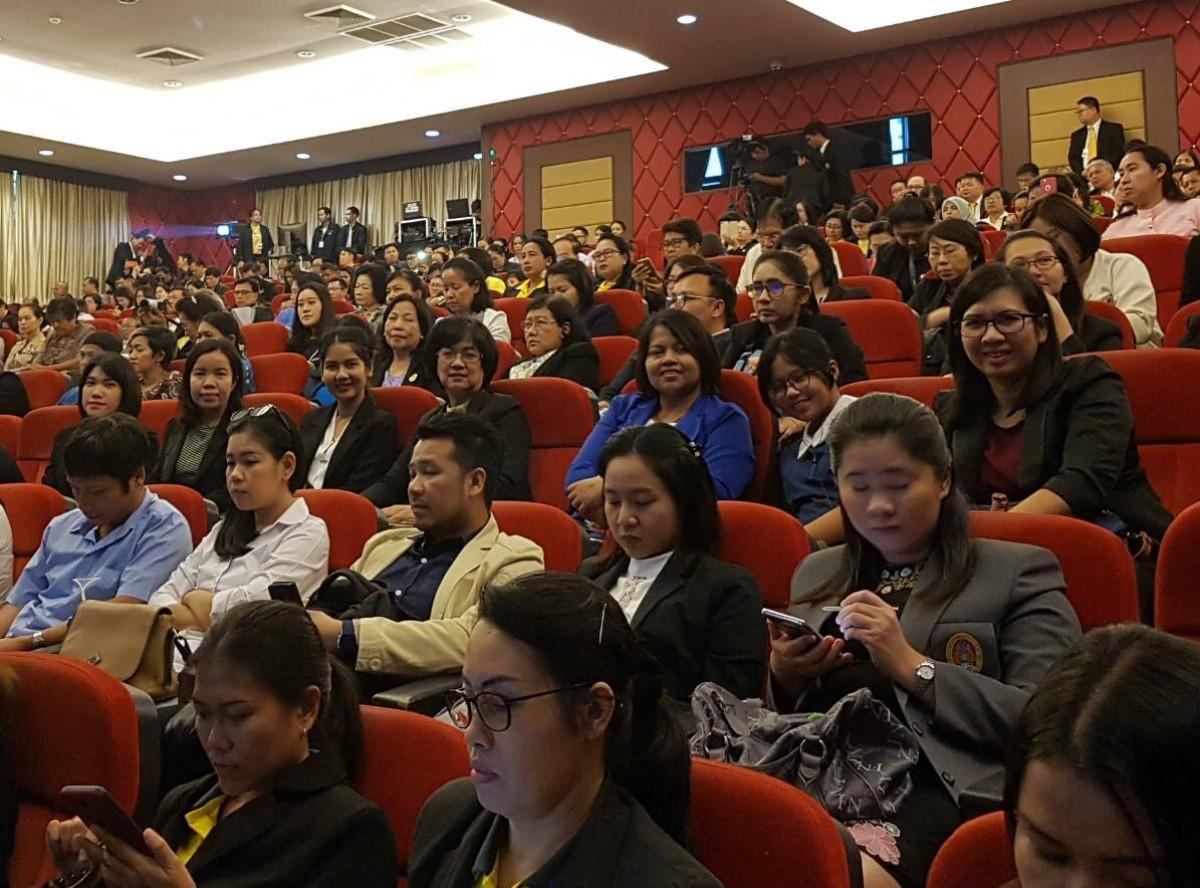 ผู้บริหาร มรภ.นศ. ร่วมพิธีเปิดการประชุมวิชาการระดับชาติและนานาชาติ ราชภัฏวิจัย ครั้งที่ 5 ณ มหาวิทยาลัยราชภัฏเพชรบุรี-1