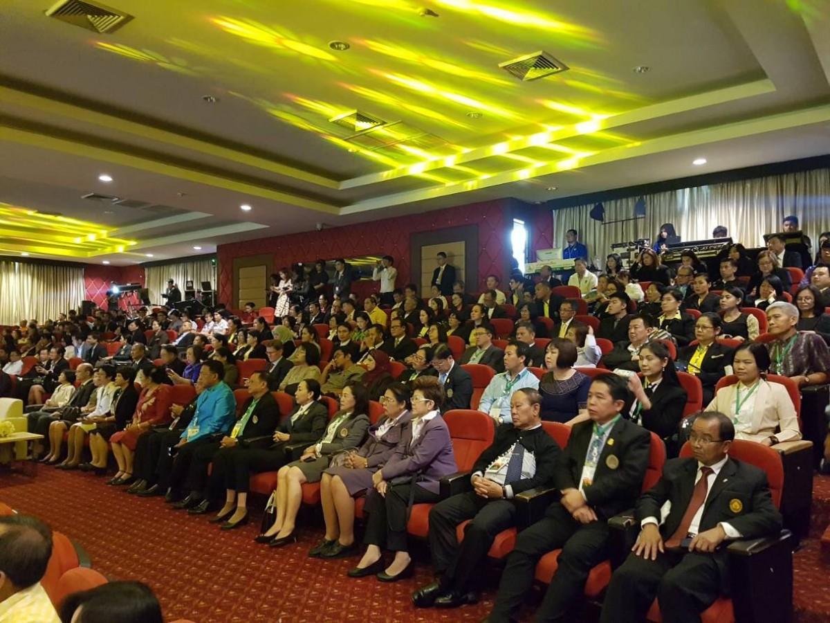 ผู้บริหาร มรภ.นศ. ร่วมพิธีเปิดการประชุมวิชาการระดับชาติและนานาชาติ ราชภัฏวิจัย ครั้งที่ 5 ณ มหาวิทยาลัยราชภัฏเพชรบุรี-11
