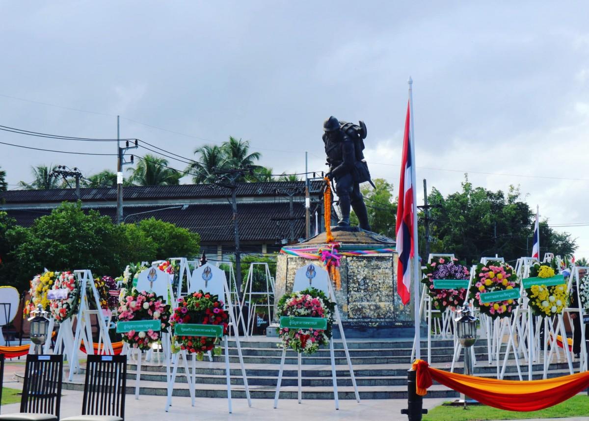 ม.ราชภัฏนครฯ ร่วมพิธีวันวีรไทย และคว้ารางวัลชนะเลิศพวงมาลา ประเภทสวยงาม ประจำปี 2561-3