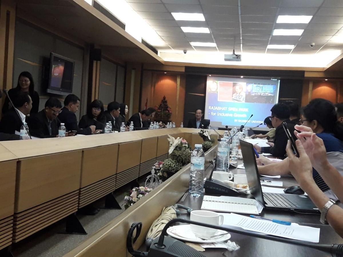 มรภ.นศ. เข้าร่วมประชุมคณะทำงานด้านการบริหารจัดการด้านการพัฒนาท้องถิ่น ยุทธศาสตร์มหาวิทยาลัยราชภัฏเพื่อการพัฒนาท้องถิ่น ตามพระราโชบาย-4