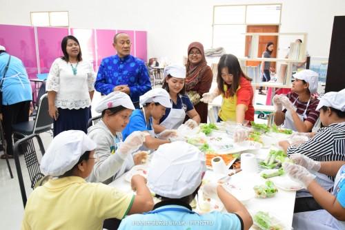 มรภ.นศ. จัดอบรมพัฒนาอาชีพโครงการมหาวิทยาลัยประชาชน ทำอาหารเมนูสุขภาพ