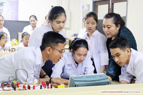 คณะวิทยาศาสตร์และเทคโนโลยี ม.ราชภัฏนครฯ ร่วมกับ โรงเรียนสตรีทุ่งสง จัดค่ายปฏิบัติการทางฟิสิกส์-ดาราศาสตร์